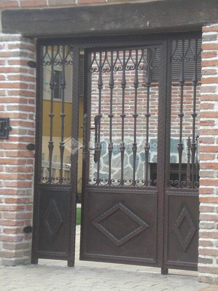 Pin modelos puertas metal donkiz autos genuardis portal on for Modelos de puertas de hierro